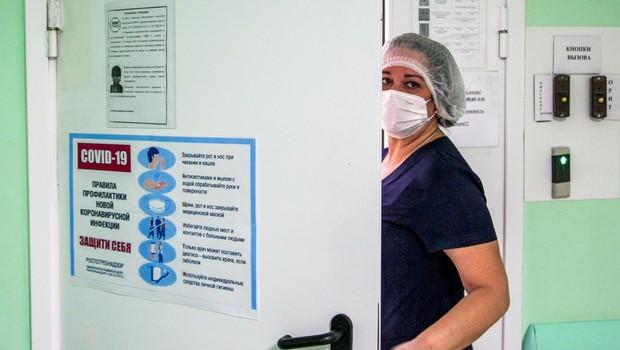 Takšen je med koronavirusom vsakdan medicinske sestre Petre: 6 ure ne gre na stranišče, ne je in ne pije ničesar (foto: Profimedia)