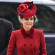 Kate Middleton po dolgem času pokazala malega princa Louisa, ki je pravi mali lepotec
