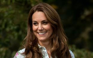 Britanci se sprašujejo, zakaj Kate Middleton v domači pisarni ni nosila zaročnega prstana