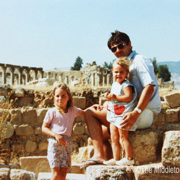 Fotografija je bila posneta v Jordaniji, kjer je družina Middleton živela dve leti in pol.