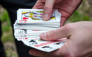 Vedeževanje s pomočjo igralnih kart: Poglejte, kako lahko to veščino osvojite tudi vi!