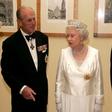 Noben zakon ni popoln: kraljica Elizabeta II. je v svojega moža vrgla (tudi) teniški lopar!