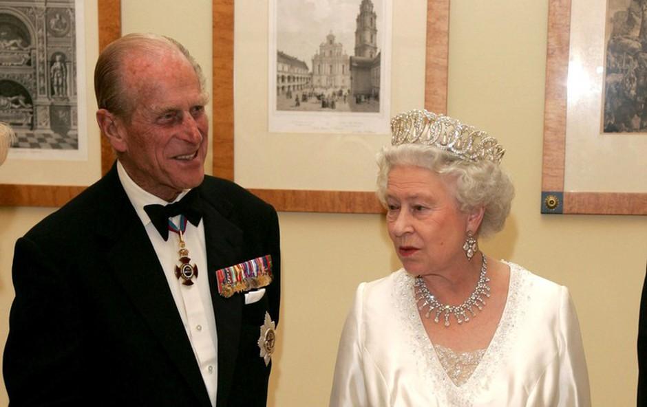 Noben zakon ni popoln: kraljica Elizabeta II. je v svojega moža vrgla (tudi) teniški lopar! (foto: Profimedia)