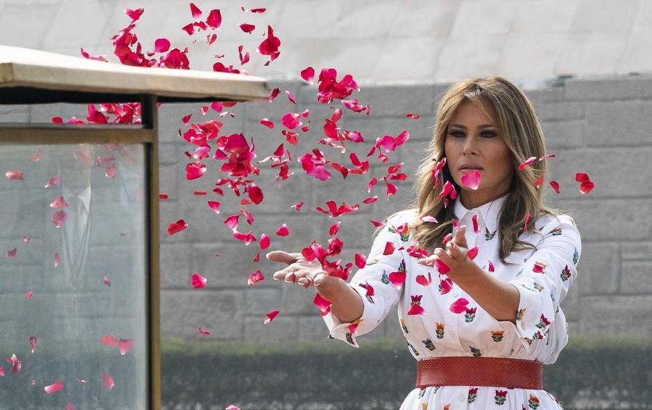 Pomladna modna kombinacija Melanie Trump, ki je pravi modni hit (foto: Profimedia)