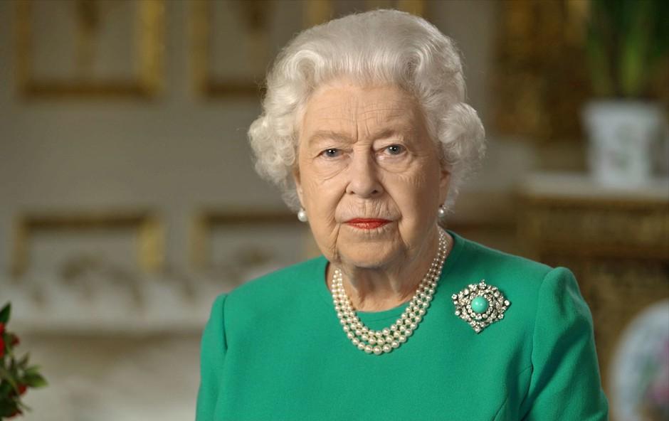 Pomoč v času koronavirusa je ponudila tudi trgovina, ki skrbi za garderobo kraljice Elizabete (foto: Profimedia)