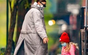 Irina Shayk raznežila javnost: Ujeli so jo med sprehodom z ljubko hčerkico