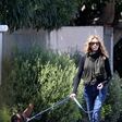 Neprepoznavna Julia Roberts na sprehodu po praznih ulicah