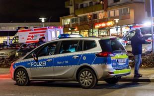 V nemškem mestu Hanau je skupina moških z noži napadla mimoidoče