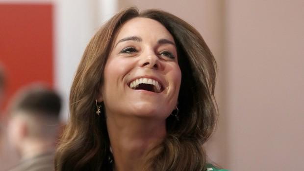 Kate Middleton tudi na video klicih ostaja prava modna ikona, poglejte si kaj nosi v času koronavirusa (foto: Profimedia)