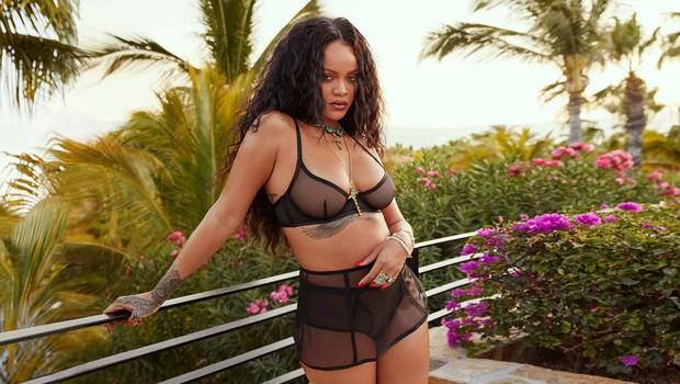 Izzivalna Rihanna ne skriva svojih oblin (foto: Profimedia)