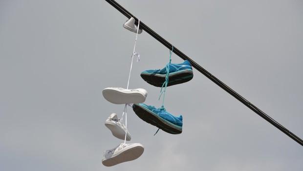 Hvar: Nenavadna razstava čevljev, ki jih je naplavilo morje (foto: Profimedia)