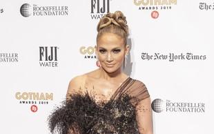 Jennifer Lopez v tej izzivalni opravi dvignila veliko obrvi, korzet je komaj krotil njeno bujno oprsje