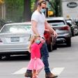 Poglejte si ljubek prizor Bradleyja Cooperja in njegove lepe hčerke, na ulicah so se vsi ozirali za njima