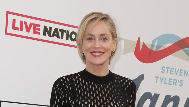 Sharon Stone je v 62. letu, a s ponosom razkazuje telo v bikinkah. Videti je fantastično! (foto: Profimedia)