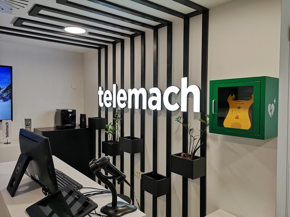 Telemach svoje poslovalnice opremil z defibrilatorji (foto: promocijski material)
