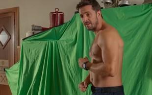 Filip Juričić, ki igra postavnega Marka v seriji Šverc komerc, je zgoraj brez čista paša za oči
