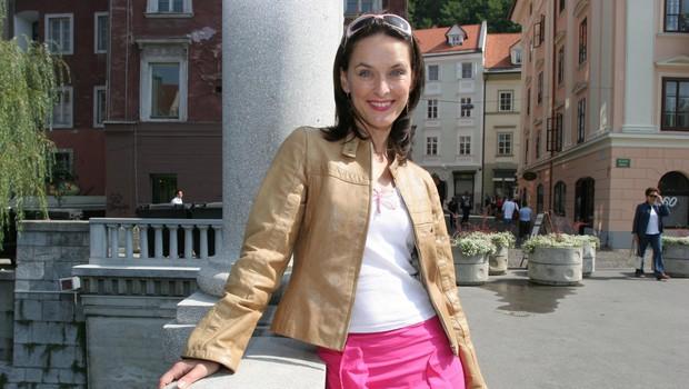 Blažka Müller je še danes videti tako neverjetno mladostno in ostaja prav takšna, kot nekoč na tv zaslonih, fotografija vas bo presenetila (foto: Črt Majcen)