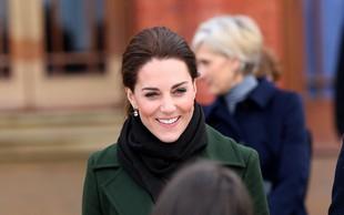 Poglejte si, kako nežno in zaljubljeno je Kate Middleton v javnosti za roko prijela princa Williama