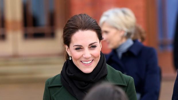 Poglejte si, kako nežno in zaljubljeno je Kate Middleton v javnosti za roko prijela princa Williama (foto: Profimedia)