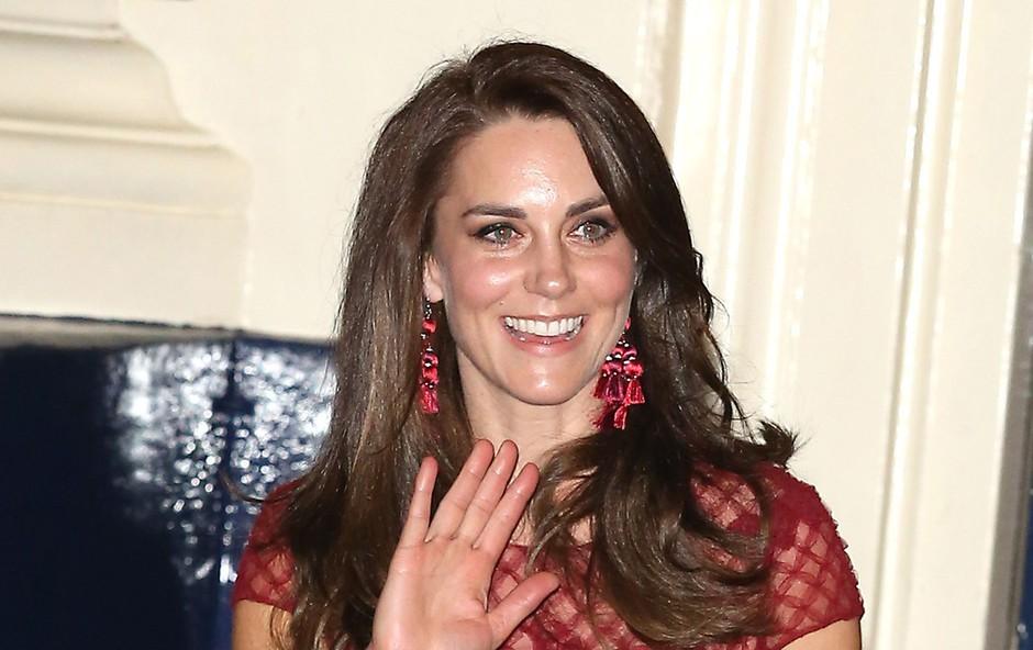 Prebrisani modni trik, ki se mu ni mogla upreti niti vojvodinja Kate Middleton: Preprost, a učinkovit! (foto: Profimedia)