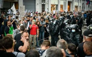»Policija ni pod pritiskom, da bi morala ukrepati proti transparentom!«
