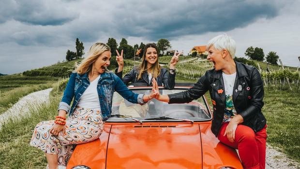 V svojem novem videospotu za pesem Daj se nasmej dekleta promovirajo tudi lepote Slovenije. (foto: Foto: Agencija Damn)
