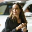 Nove slike Angeline Jolie: Zdaj je že resnično koščena, okrog nje pa vsi zaskrbljeni, le kaj se dogaja z njo?