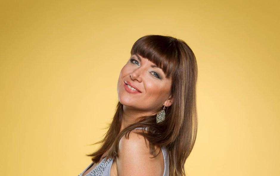 Jasna Kuljaj je imela tako kipeč dekolte, da je vse bežalo ven (foto: Planet TV)