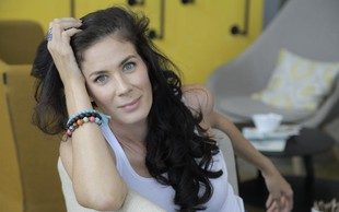 Postavna Ivjana Banić dela skomine, tokrat je pokazala svoj popolni dekolte