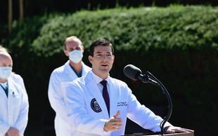 Donald Trump se počuti dobro, delo bo opravljal iz bolnišnice