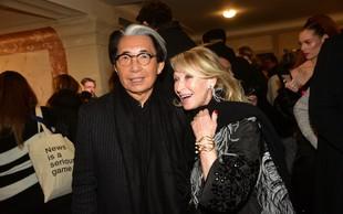 Zaradi komplikacij z okužbo covid-19 umrl modni oblikovalec Kenzo Takada