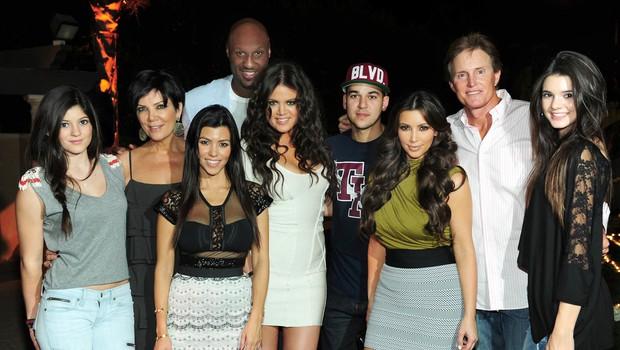Kendall Jenner, Kris Jenner, Kourtney Kardashian, Khloe Kardashian z nekdanjim možem Lamarjem Odom, Rob Kardashian, Kim Kardashian, Bruce Jenner and Kylie Jenner. (foto: Foto: Profimedia)