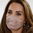 To je verjetno daleč najboljši trik, kako pod masko ohraniti ličila nedotaknjena