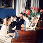 Uradna fotografija knežje družine. Posnel jo je priznani fotograf Reginald Davis, ki je fotografiral večino članov evropskih kraljevih družin. (foto: Foto: Profimedia)