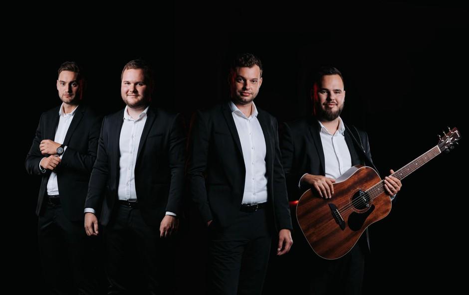 Uspešno usklajujejo glasbo s poslovnim življenjem. (foto: Foto: Puseljc)