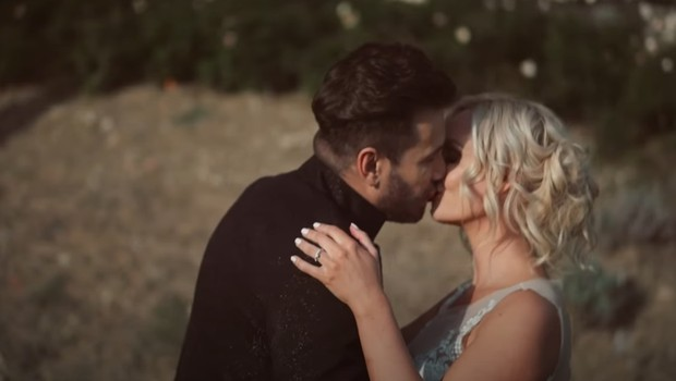 Pa smo dočakali, Špela Grošelj in Domen Kumer sta se strastno poljubila, kamere pa vse posnele (foto: You Tube)