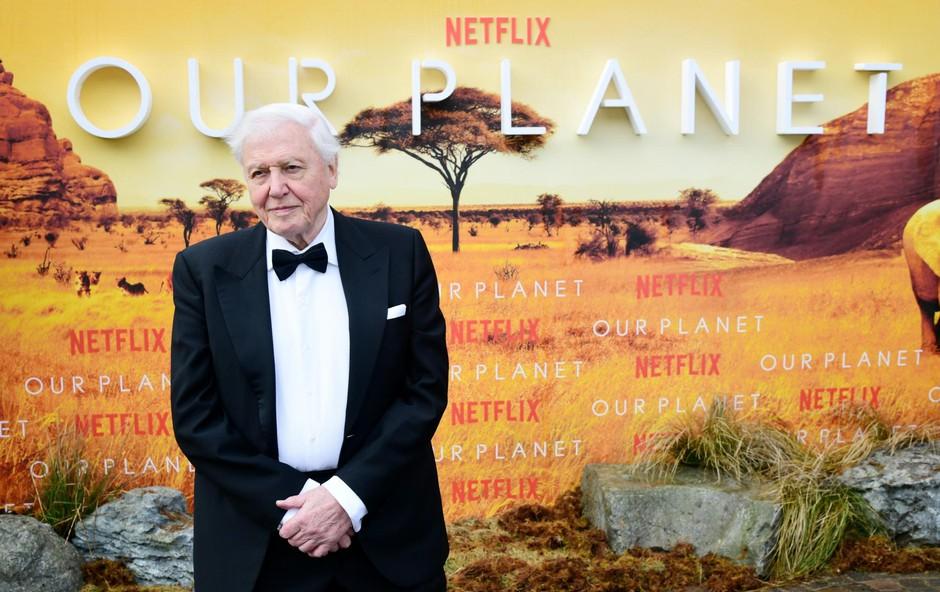 Attenborough s svojim prodornim pristopom v dokumentarcu poudarja obseg problema, opozarja na posledice in želi ljudem vgraditi občutek upanja ter jim pomagati postaviti nove temelje okoljske zavesti. (foto: Foto: Ian West)