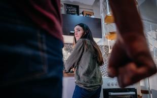 Nasilje nad ženskami v družinskem krogu se je med epidemijo še povečalo