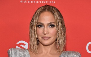 Jennifer Lopez navdušila s svojo drznostjo in razkritim trebuščkom, poglejte si jo, pustila vas bo brez sape