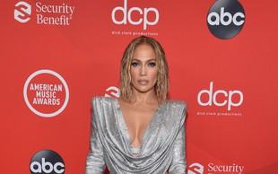 Neverjetna je: Jennifer Lopez stopila pred objektiv brez krpice na sebi, samo poglejte jo