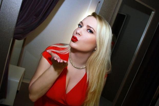Skoraj gola Danica Lovenjak, odvrgla modrček in pokazala bujno zadnjico (foto: Osebni arhiv)