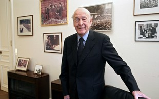 Za posledicamu covida-19 umrl nekdanji francoski predsednik Giscard d'Estaing