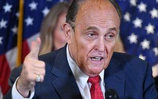Trumpov odvetnik Giuliani pozitiven na koronavirus, v nedeljo so ga prepeljali v bolnišnico