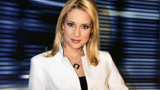Voditeljici na nacionalni televiziji sredi poročil čez obleko sramežljivo kukale bradavičke (foto: Helena Kermelj)