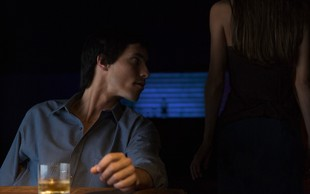"""Neznanec ji je vrgel nekaj v pijačo, ona pa je zamenjala kozarca: """"Potem sem opazovala, kako droga deluje nanj!"""""""