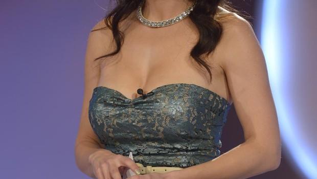 Lili Žagar je nekoč nosila tako drzen dekolte, da so obline bežale na vse strani (foto: Primož Predalič)
