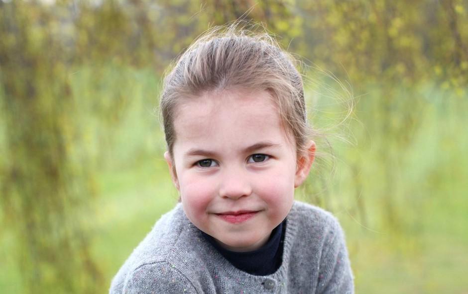 Je mala princesa Charlotte bolj podobna babici Diani ali pababici Elizabeti II? Mnenja se krešejo, vi pa presodite sami (foto: Profimedia)