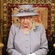 Kako žalostno! Kraljica Elizabeta II. več kot očitno pogreša svojega preminulega soproga, poglejte ta prizor