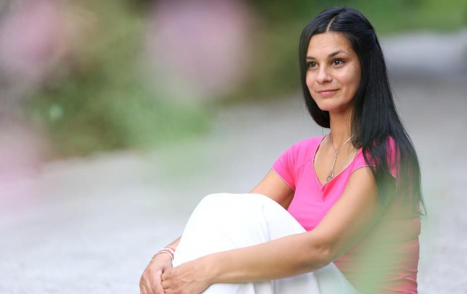 Renata Bohinc v kopalkah: Takšen je po treh porodih njen trebušček (foto: Helena Kermelj)