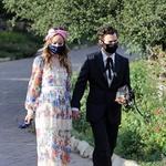 Harry Styles in Olivia Wilde gresta na poroko njegovega agenta Jefferyja Azoffa. Takrat sta se tudi prvič uradno pojavila kot par. (foto: Foto: Cltn, Ggre)